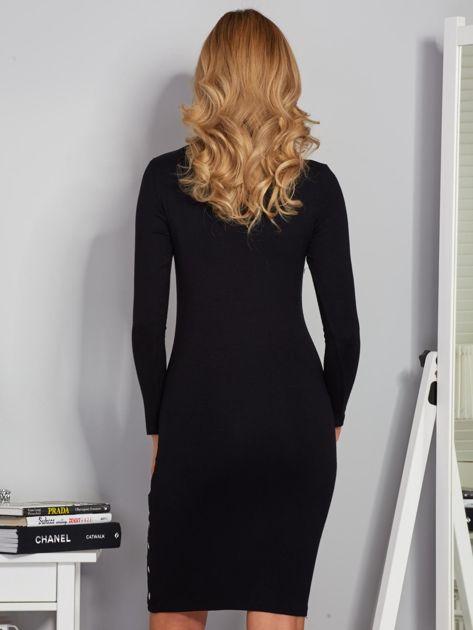 Dopasowana sukienka z oczkami na rękawach czarna                              zdj.                              2