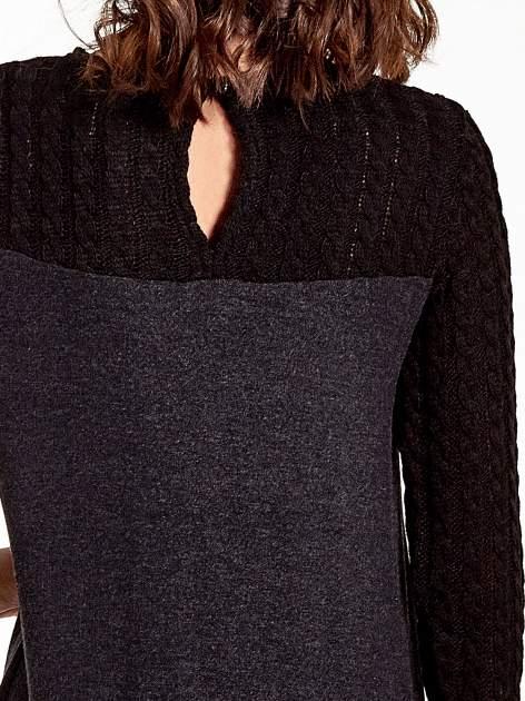 Dzianinowa sukienka z warkoczowym karczkiem                                  zdj.                                  7