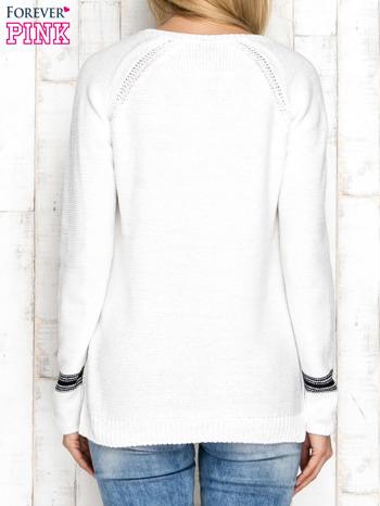Dzianinowy sweter z dekoltem w serek ecru                                  zdj.                                  2