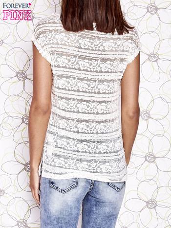 Ecru ażurowy t-shirt z koronką                                  zdj.                                  2