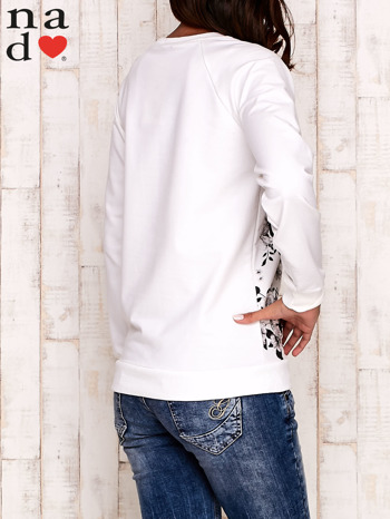 Ecru bluza z kwiatowym nadrukiem                                  zdj.                                  4