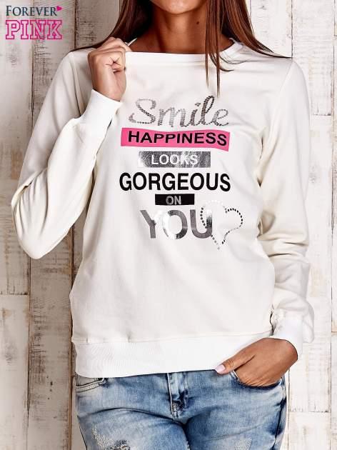 Ecru bluza z napisem SMILE HAPPINESS LOOKS GORGEOUS ON YOU                                  zdj.                                  1