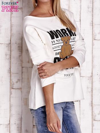Ecru bluzka oversize z nadrukiem i surowym wykończeniem                                  zdj.                                  3
