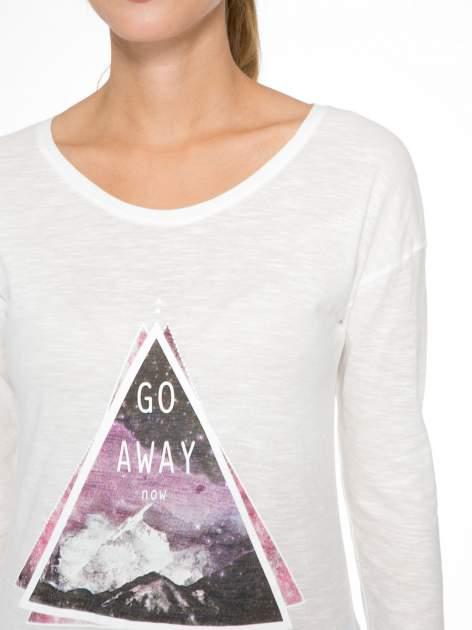 Ecru bluzka z nadrukiem trójkąta i napisem GO AWAY NOW                                  zdj.                                  6