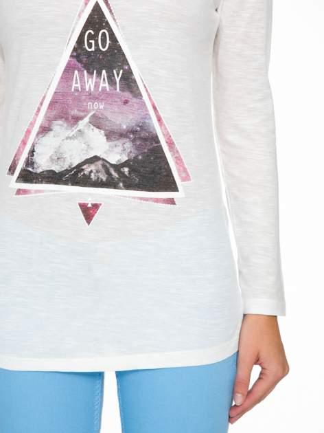 Ecru bluzka z nadrukiem trójkąta i napisem GO AWAY NOW                                  zdj.                                  7