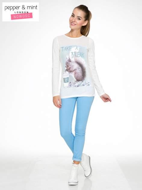 Ecru bluzka z nadrukiem wiewiórki i napisem TAKE A COFFEE BREAK                                  zdj.                                  2