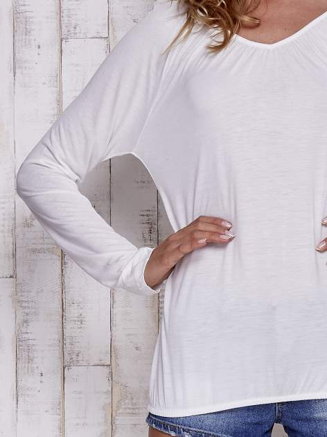 Ecru bluzka ze ściągaczem u dołu                                  zdj.                                  6