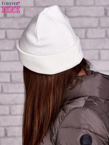 Ecru czapka beanie z diamentową naszywką                                  zdj.                                  2