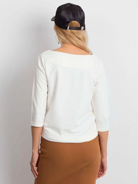 Ecru damska bluzka z kieszonką                              zdj.                              3