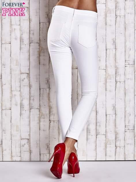 Ecru dopasowane spodnie skinny jeans                                  zdj.                                  3