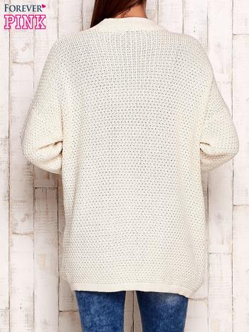 Ecru fakturowany otwarty sweter                                   zdj.                                  4