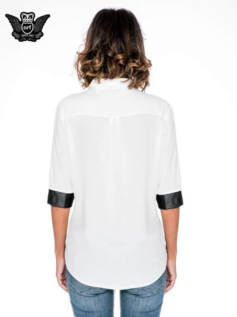 Ecru koszula ze skórzanymi mankietami                                  zdj.                                  4