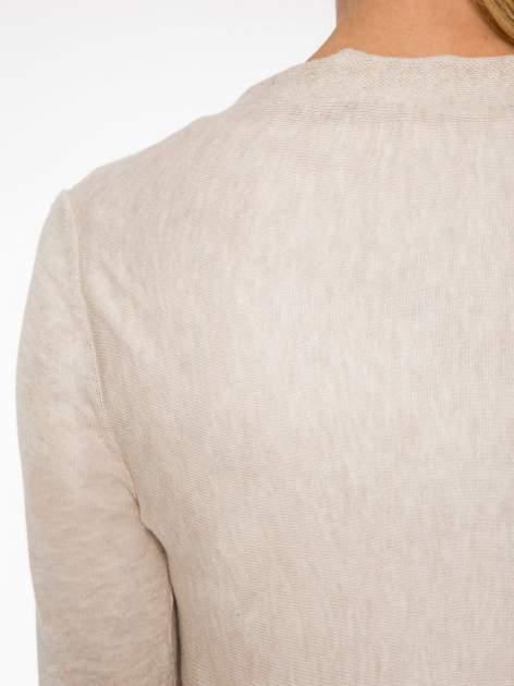 Ecru otwarty sweter z kaskadowymi bokami                                  zdj.                                  8