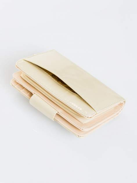 Ecru portfel ze złotym zapięciem efekt skóry saffiano                                  zdj.                                  5