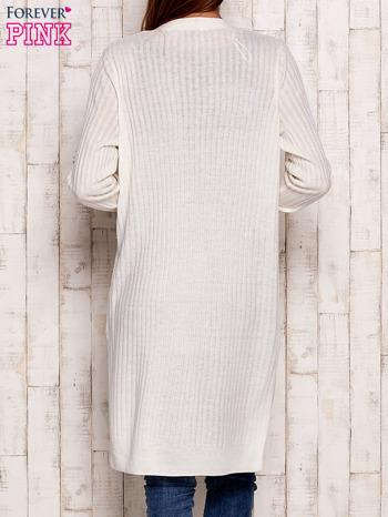 Ecru prążkowany sweter z kieszeniami                                  zdj.                                  2