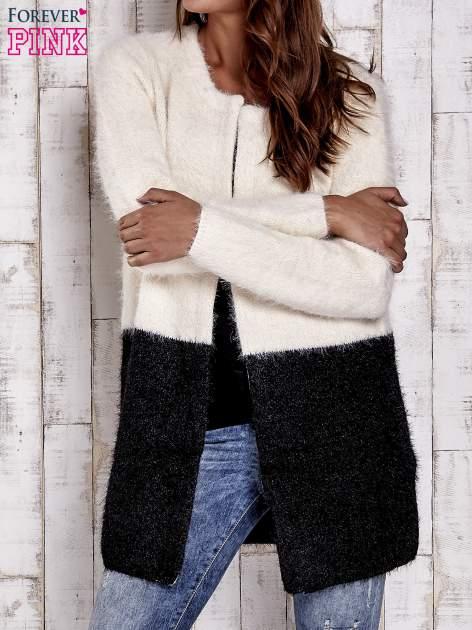 Ecru pudełkowy sweter two tone                                  zdj.                                  1