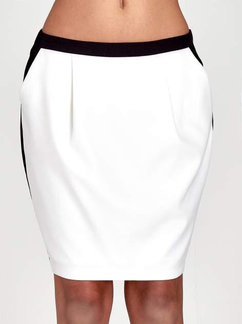 Ecru spódnica two tone z kontrastowymi czarnymi pasami                                  zdj.                                  5