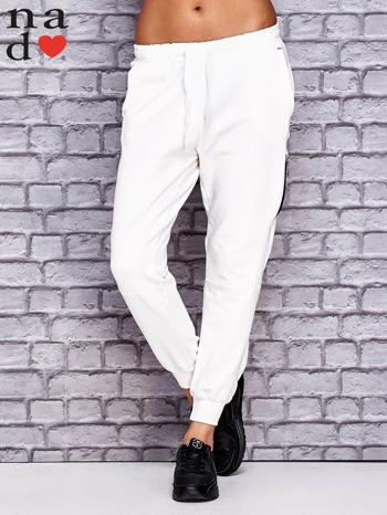 Ecru spodnie dresowe z zasuwaną kieszonką                                  zdj.                                  1
