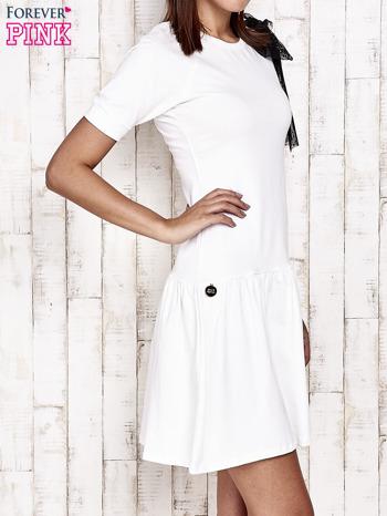 Ecru sukienka dresowa z kokardą z tiulu                                  zdj.                                  3