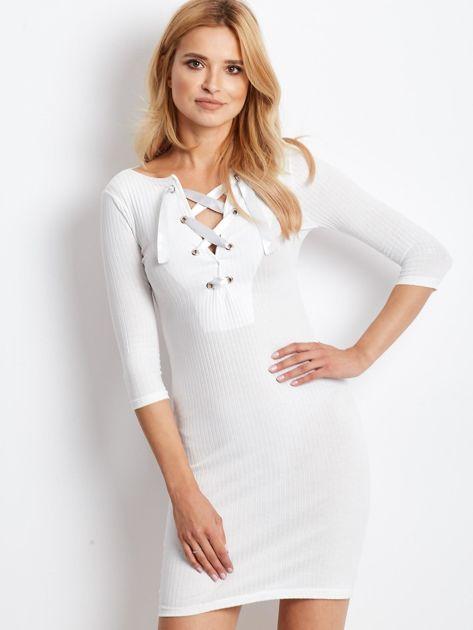 Ecru sukienka w prążek z dekoltem lace up                                  zdj.                                  2