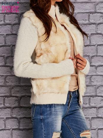 Ecru sweter na suwak z futerkiem                                  zdj.                                  3