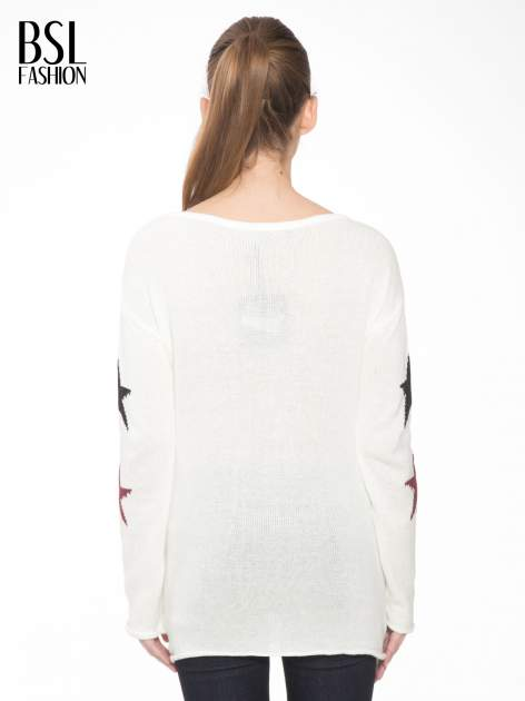 Ecru sweter w gwiazdy z efektem destroyed                                  zdj.                                  4