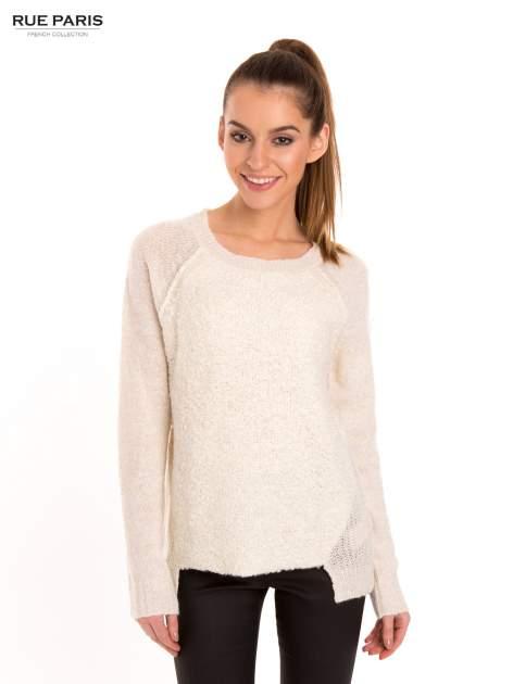 Ecru sweter z dłuższym tyłem