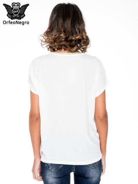 Ecru t-shirt w kwiaty z łączonych materiałów                                  zdj.                                  4