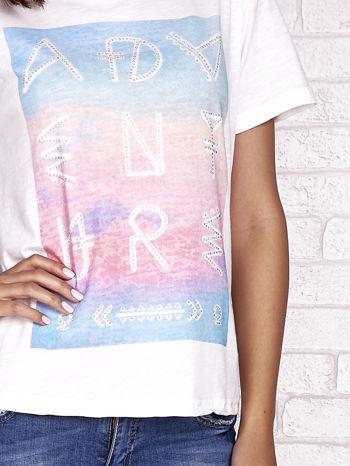 Ecru t-shirt z dżetami                                  zdj.                                  5