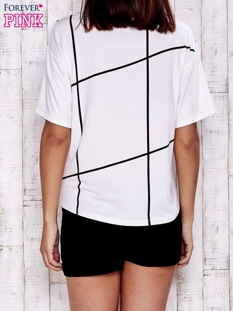 Ecru t-shirt z geometrycznym motywem                                  zdj.                                  4