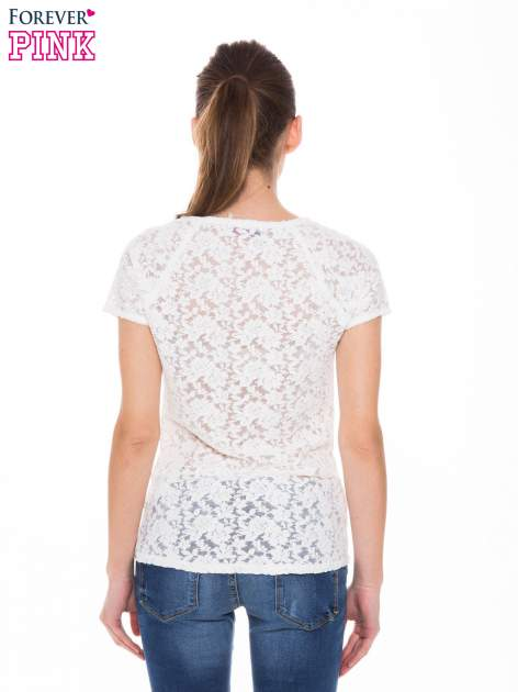 Ecru t-shirt z koronkowymi plecami i rękawkami                                  zdj.                                  3