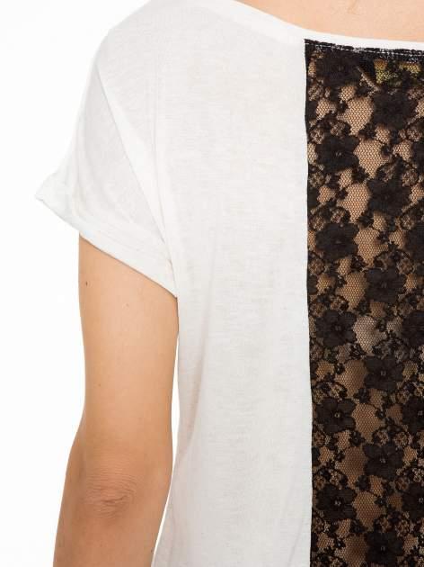 Ecru t-shirt z nadrukiem NEW YORK i koronkowym pasem na plecach                                  zdj.                                  8