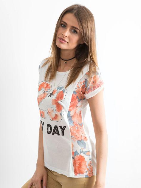 Ecru t-shirt z nadrukiem numerycznym i panelami kwiatowymi                                  zdj.                                  6