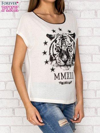 Ecru t-shirt z nadrukiem tygrysa i zipem z tyłu                                  zdj.                                  3