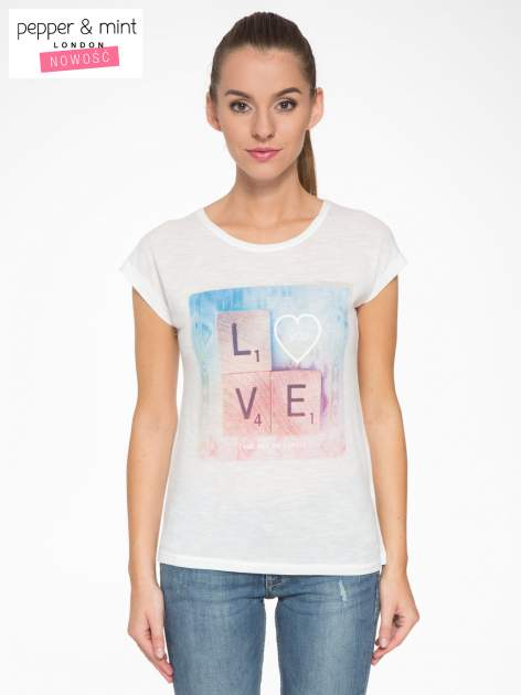 Ecru t-shirt z napisem LOVE z kostek Scrabble