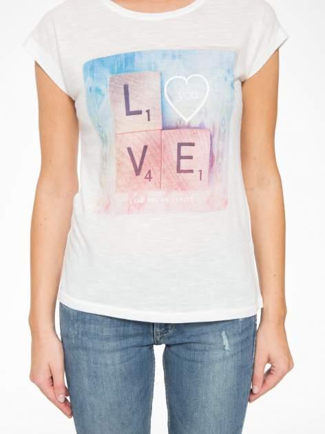Ecru t-shirt z napisem LOVE z kostek Scrabble                                  zdj.                                  8