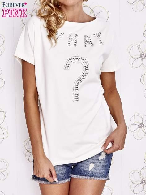 Ecru t-shirt z napisem i trójkątnym wycięciem na plecach                                  zdj.                                  1
