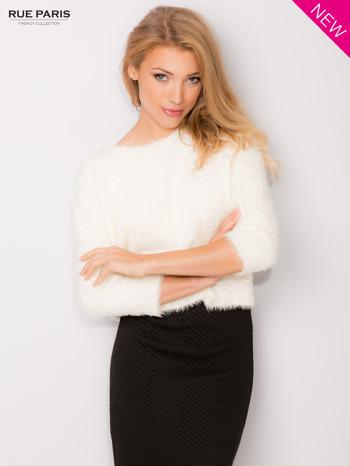 Ecru włochaty sweter z rękawami 3/4                                  zdj.                                  1