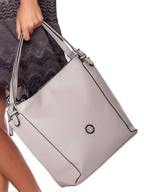 Elegancka jasnoszara torba z eko skóry z logo                              zdj.                              5