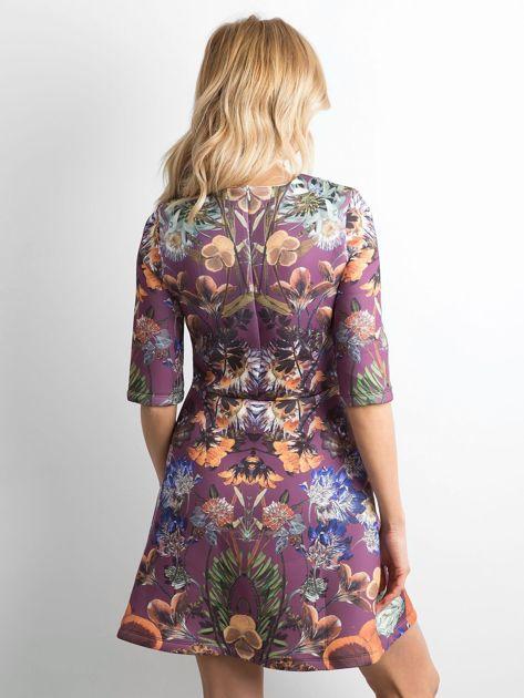 Fioletowa rozkloszowana sukienka we wzory                              zdj.                              2