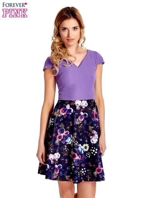 Fioletowa sukienka z motywem floral print na dole                                  zdj.                                  1