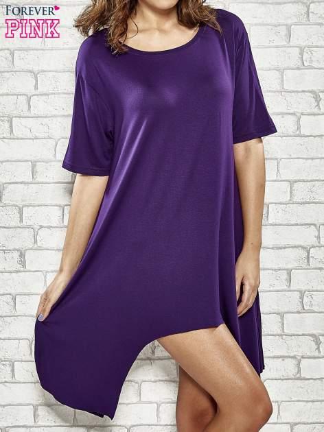 Fioletowa sukienka z wydłużanymi bokami                                  zdj.                                  1