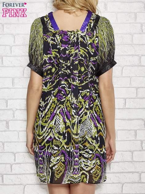 Fioletowa wzorzysta sukienka z kamieniami                                  zdj.                                  2