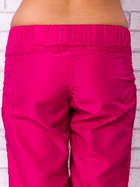 Fioletowe spodnie sportowe capri z guzikami                                  zdj.                                  5