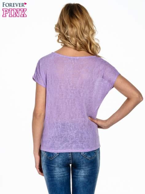 Fioletowy t-shirt z węzłem zdobiony kryształkami                                  zdj.                                  4