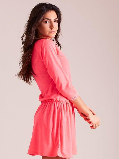 05566462c9 Fluo różowa sukienka z koronką przy dekolcie - Sukienka dopasowana ...