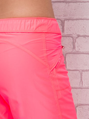 Fluoróżowe spodnie sportowe capri z wiązaniem                                  zdj.                                  6