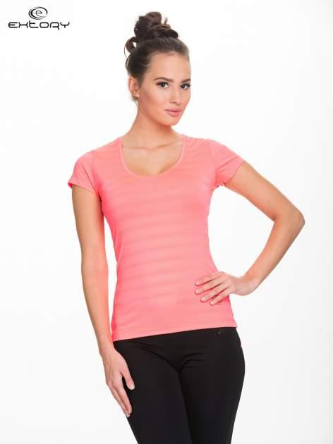 Fluoróżowy damski t-shirt sportowy w paski                                  zdj.                                  1
