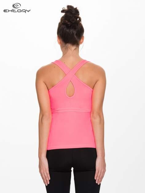 Fluoróżowy top sportowy z krzyżowanymi ramiączkami na plecach                                  zdj.                                  3