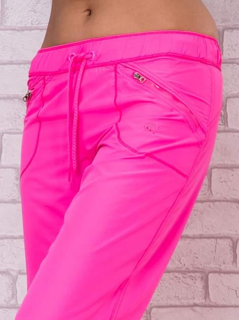 Fluozielone spodnie sportowe capri z wiązaniem                                  zdj.                                  1